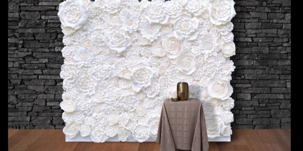 Bloemenwand bij urne