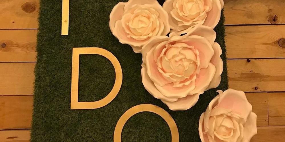 Bloemenwand I Do met touch foam bloemen
