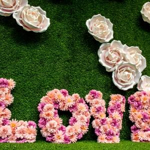 kunstgras bloemenwand met Engelse rozen